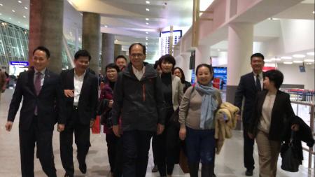 由前臺灣行政院院長游錫堃率領的川普就職典禮祝賀團抵達紐約肯尼迪國際機場。