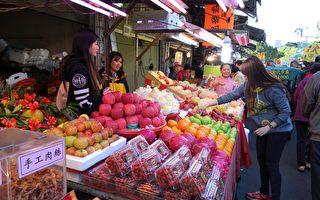 今年过年水果整体均价上扬,比去年贵3倍。(黄玉燕/大纪元)
