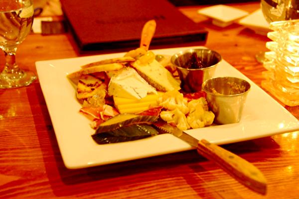 Grand Summit Hotel旅馆里Harriman's Farm to Table餐馆的饭点之一。(大纪元)
