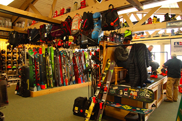 Mount Snow滑雪场的商店。(大纪元)