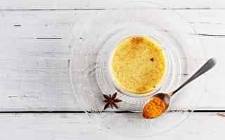 这款金灿灿的姜黄茶,肯定可以帮助你排出毒素、消炎复健。(Yulia von Eisenstein/Shutterstock)