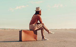 旅行要带书,不少人是为了定心,在漂移中总有些什么可以翻翻、可以盯着一阵用用脑筋。(fotolia)