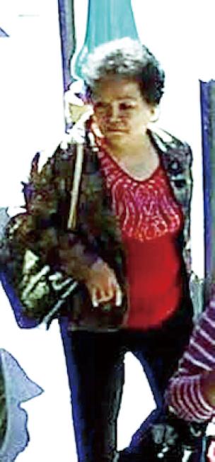 在旧金山骗走两华妇积蓄的周雪芳,由纽约引渡回旧金山受审,获刑期4年。(旧金山警局提供)