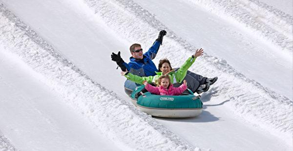 雪上气垫船。(波可诺景区提供)