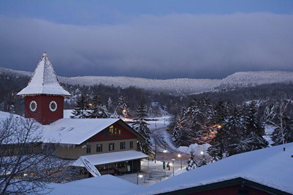 Mount Snow的钟楼区。(Mount Snow提供)