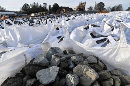 Bags of rocks are seen in preparation for use in emergency measures at the Oroville Dam in Oroville, California on February 13, 2017. Almost 200,000 people were under evacuation orders in northern California Monday after a threat of catastrophic failure at the United States' tallest dam. Officials said the threat had subsided for the moment as water levels at the Oroville Dam, 75 miles (120 kilometers) north of Sacramento, have eased. But people were still being told to stay out of the area. / AFP PHOTO / Josh Edelson