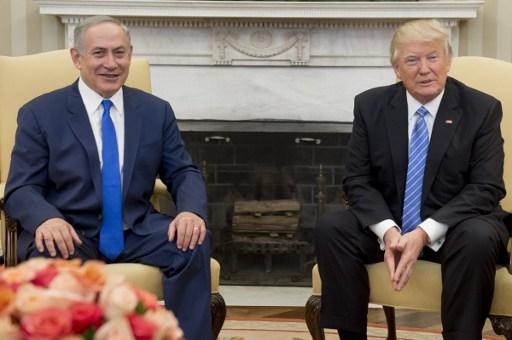 2017年2月15日美国总统川普(特朗普)和以色列总理内塔尼亚胡在白宫的椭圆形办公室举行会议。(SAUL LOEB/AFP)