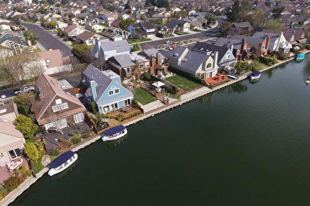 水藍色的房子就是這次的上市房。(灣區房地產公司Alain Pinel Realtors提供)