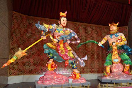 龍王三太子與風神爺花燈。(曾晏均/大紀元)