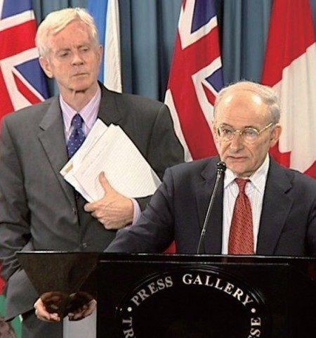 独立调查中共活摘法轮功学员器官的大卫‧麦塔斯(前)和大卫‧乔高(左)曾被提名为2010年诺贝尔和平奖候选人。(大纪元)