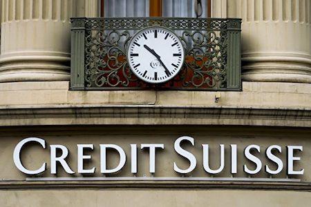 瑞士信贷银行(Credit Suisse)周二(14日)表示,该银行在2016年亏损24亿美元,为降低成本,将裁员6,500人。(FABRICE COFFRINI/AFP/Getty Images)