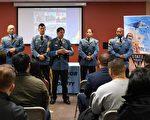 图:新州警官向参加活动人员介绍与讲解招募工作。(NJSP提供)