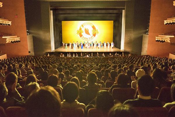 美国神韵纽约艺术团2017日本巡演,在场场爆满座无虚席的盛况下,完美落下帷幕。(野上浩史/大纪元)