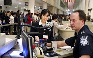 針對川普總統暫時禁止七個國家人民入境美國的行政令,共和黨全國委員會委員斯蒂爾(Shawn Steel)表示,這是美國總統擁有的權力,外界根本不該阻撓反對。圖為美國海關。(ROBYN BECK/AFP/Getty Images)