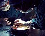 黄洁夫日前在接受陆媒采访时承认中国器官移植专家论文造假,但该报导被媒体转载后不久,相关报导先后遭到封杀。(大纪元合成图片)