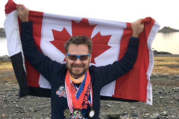 长跑运动员斯蒂芬.帕克7天内在7大洲参加了7次马拉松,创加拿大纪录。(斯蒂芬.帕克提供)