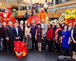貝爾維尤購物中心舉辦的慶祝中國新年活動已成為大西雅圖地區最大型、最受歡迎、也最具代表性的中國新年慶祝活動。圖為2017年2月4日參加新年慶祝活動的各團體合影。(照片由西雅圖中華文化藝術協會提供)