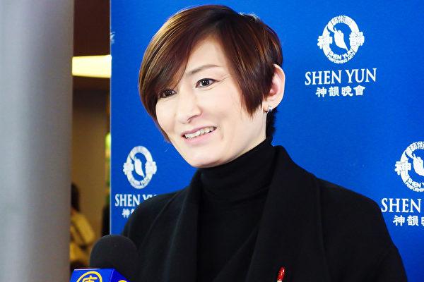 高木真理子慕名观看了1月31日神韵纽约艺术团在东京的最后一场演出,深感神韵表演力量惊人。(卢勇/大纪元)