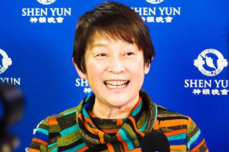 公司社长松尾吉子(YOSIKO MATUO)经朋友介绍已经是第三次观看神韵,此次携同两位老师朋友前来观赏。她表示,自己度过了一个非常愉快的时光,每年都来看神韵,都会有不同的感觉。(卢勇/大纪元)