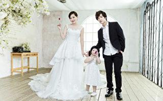 擁有百萬粉絲的台灣網紅「那對夫妻」最近出書了。(超人氣娛樂提供)