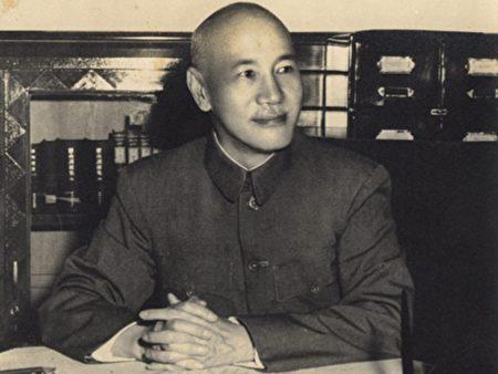 蒋介石在办公室留影(中华民国总统府网站)