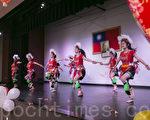 2月11日晚,南灣元宵花燈節上的原住民舞蹈表演。(曹景哲/大紀元)