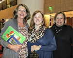 Mary Canter(左)、Sandra Jones和Ashley Glass三位好朋友2月14日在阿拉巴马州的伯明翰观看了神韵演出。(林南宇/大纪元)