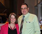 在馬里蘭州華盛頓郡公立學校工作的Bobby和Joni Burkhart 夫婦在2月17日晚觀看了神韻演出。 (蕭恩/大紀元)