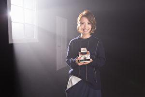 黄雅莉首波疗伤情歌主打《给眼泪一点时间》MV。(种子提供)