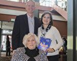 Ken Trovato是一家IT公司的副總裁,他帶著在同一公司任主管的太太Jana Trovato與自己的母親來觀看演出,他們一家人都表達了對演出的讚歎與喜愛。(肖恩/大紀元)