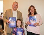 2月19日下午,前美國海軍陸戰隊員Mark McDonald和太太Maria McDonald帶孫女一起觀看了神韻巡迴藝術團今年在巴爾的摩的最後一場演出。(亦平/大紀元)