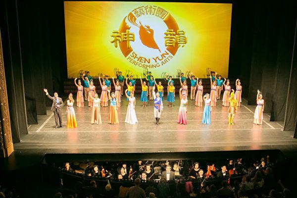 2017年2月19日下午,美国神韵巡回艺术团在马里兰州巴尔的摩市进行了最后一场演出。继周六两场演出票房爆满之后,周日的最后一场演出再现爆满盛况。(李莎/大纪元)