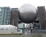 中间巨蛋是天文馆,两侧方形建筑是名古屋市科学馆。(王知涵/大纪元)