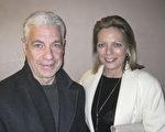 公司創辦人Tom Leonardi與太太Dorthy認為神韻在方方面面都無可挑剔。(童雲/大紀元)