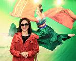 2017年2月22日下午,鸿曜房屋负责人黄淑女观赏美国神韵纽约艺术团在桃园展演中心的演出。(白川/大纪元)