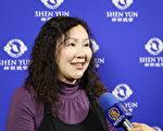 2017年2月22日晚上,音桃爱乐中西乐团执行长于泽蓉观赏美国神韵纽约艺术团在桃园展演中心的演出。(林仕杰/大纪元)