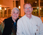 2月22日,Brock Jansen和太太Theresa Jansen观看了神韵世界艺术团在威斯康辛州麦迪逊市的Overture艺术中心的第一场演出。(海伦/大纪元)