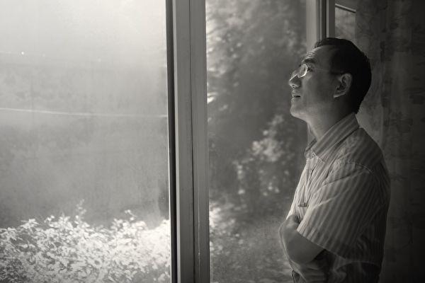 一封藏在万圣节装饰品套装中的匿名求救信,将中国沈阳马三家劳教所的奴工迫害置于国际媒体的聚光灯之下。写这封信的法轮功修炼者孙毅——马三家遭受酷刑迫害最严重的人之一,于近期逃离中国。图为孙毅在北京的留影。(孙毅提供)