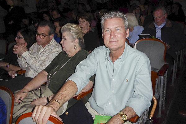 2017年2月25日下午,AECOM公司建筑项目经理Richard Davis在费城玛丽安剧院观看神韵演出后表示,从未看过这样的演出,他被深深打动。(良克霖/大纪元)