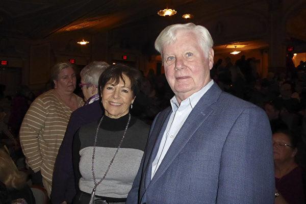 Jack Carickhoff是David. W. Carickhoff会计师事务所的老板,他和太太Francoise Carickhoff女士观看2月26日下午神韵演出后表示,演出令人惊艳,非常了不起。(良克霖/大纪元)
