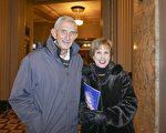 曾任室内设计师的Adrian Hyatt女士和先生一起观看了2月26日下午圣路易的神韵晚会。(温文清/大纪元)