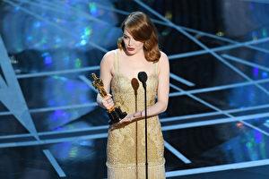 艾玛‧斯通(Emma Stone)凭借《爱乐之城》获封奥斯卡影后。(Kevin Winter/Getty Images)