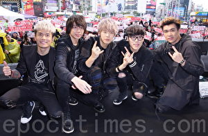 """八三夭""""生存指南""""于2017年2月28日在台北举行签唱会。(黄宗茂/大纪元)"""