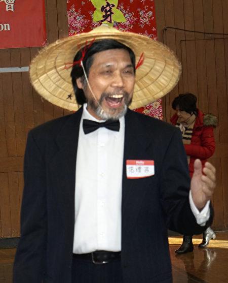 大紐約客家會范增昌副會長演唱客家山歌。(廖述祥/大紀元)