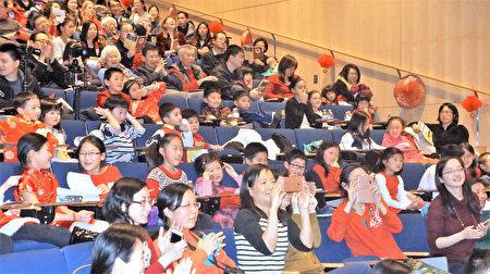 近400名師生、家長歡聚一堂,慶祝中國新年,感受傳統文化的魅力。(貝拉/大紀元)
