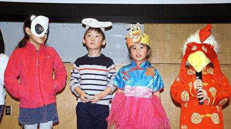 馬力平學前班表演兒歌「動物世界」。(貝拉/大紀元)