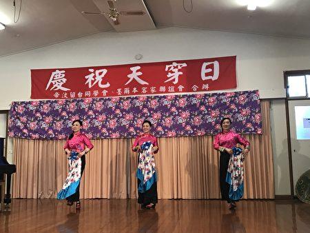 亚汇演艺社表演舞蹈《当我们年轻时》。(孟飞/大纪元)