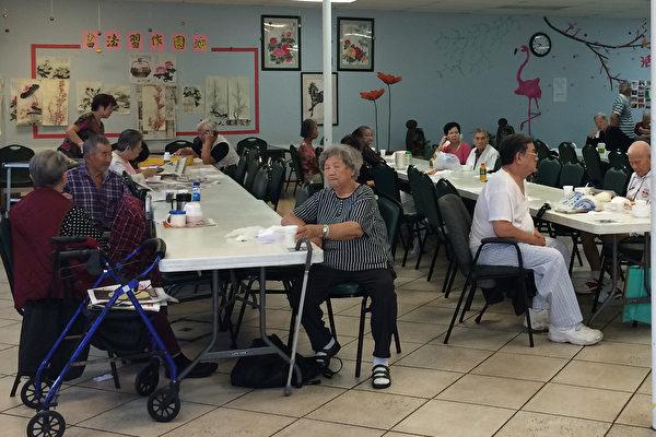 洛杉矶艾尔蒙地市一所老年中心的华裔老人们。(刘菲/大纪元)