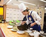 很多美食到了国外都不得不入乡随俗,改成当地人喜欢的口味。图为新唐人美食大赛。(大纪元)