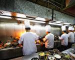 中餐馆的厨师们。(Fotolia)